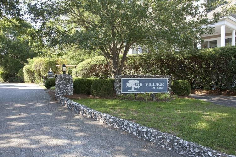oak village at airlie sign
