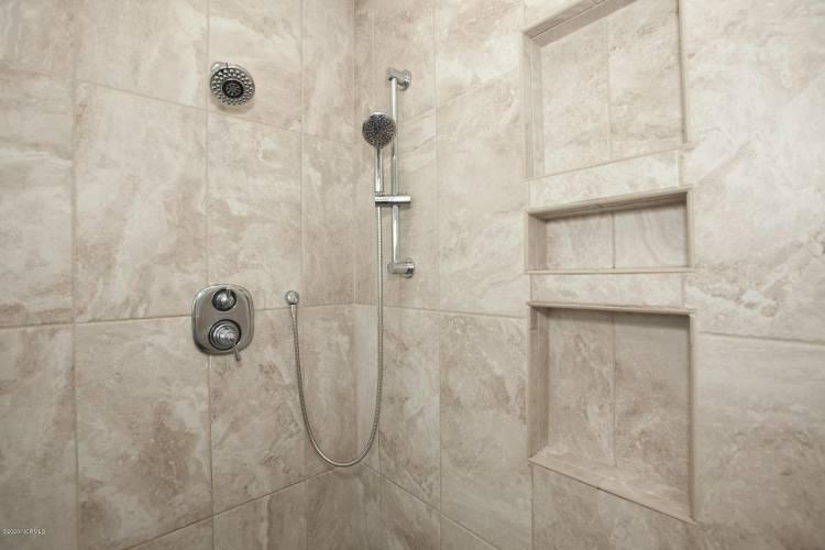 tipton master bath shower close up 2