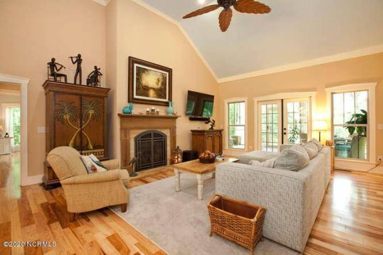 907 Grandview Dr Hampstead NC-small-019-